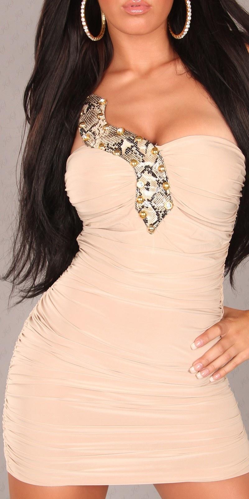 9150c61fac  M89  Beżowa sukienka z ozdobnym wężem