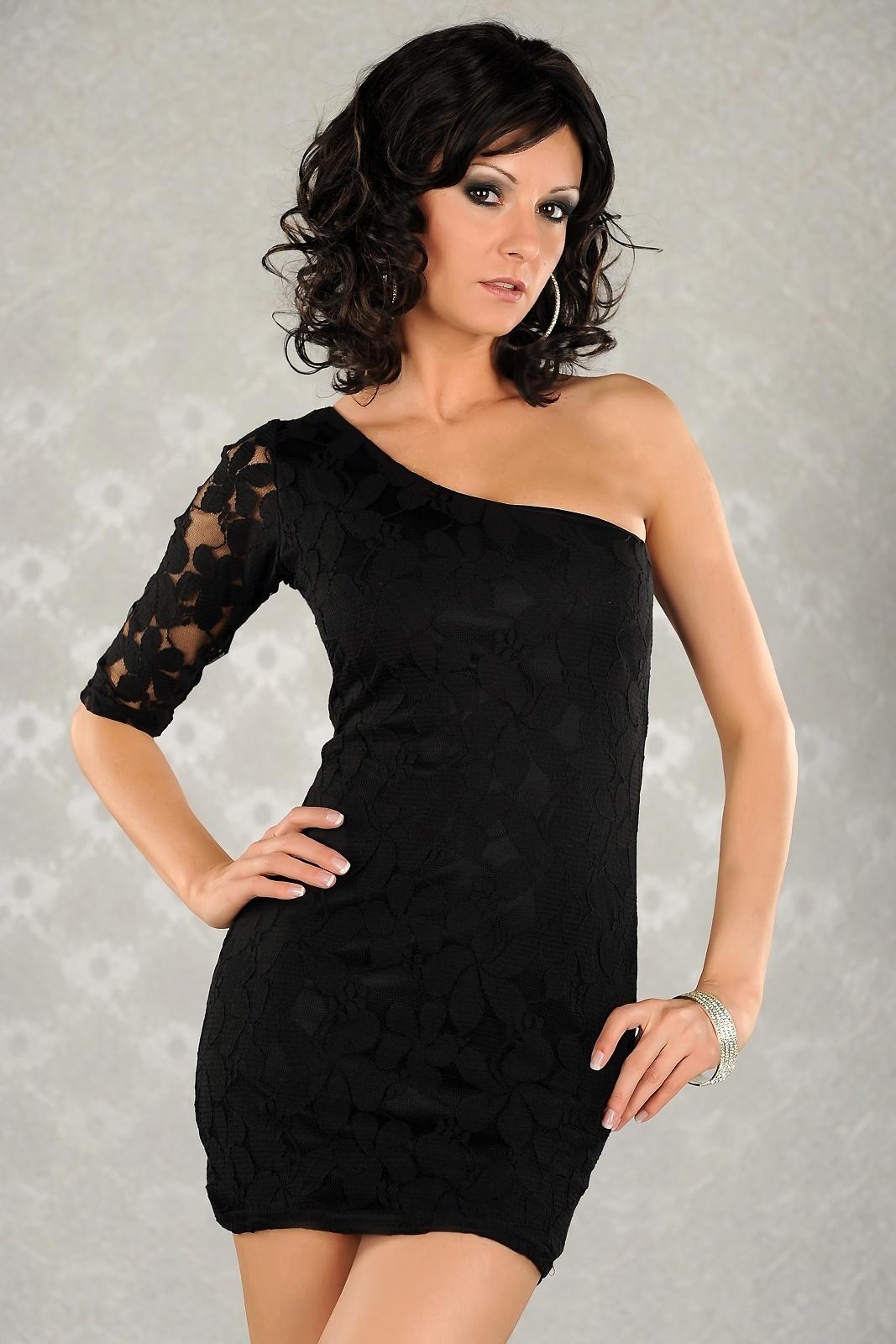 f69e6c4602  MB29  Czarna sukienka koronkowa na jedno ramię